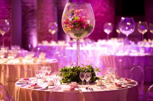 Select-the-perfect-wedding-table-decorations-with-the-theme-of-your-wedding
